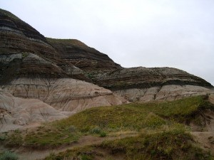 Badlands near Drumheller, Alberta where erosion has exposed the KT boundary. From Wikimedia Commons